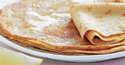 Блины с маслом - традиционное блюдо в мясопустную субботу
