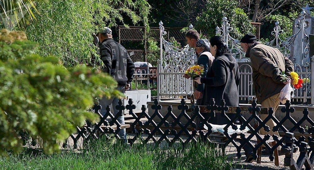 Посещение могил усопших во Вселенскую родительскую субботу