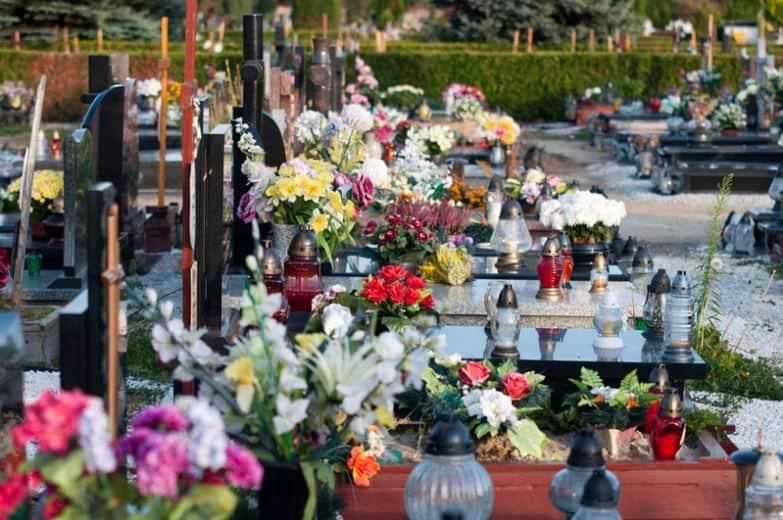 Кладбище в родительскую субботу