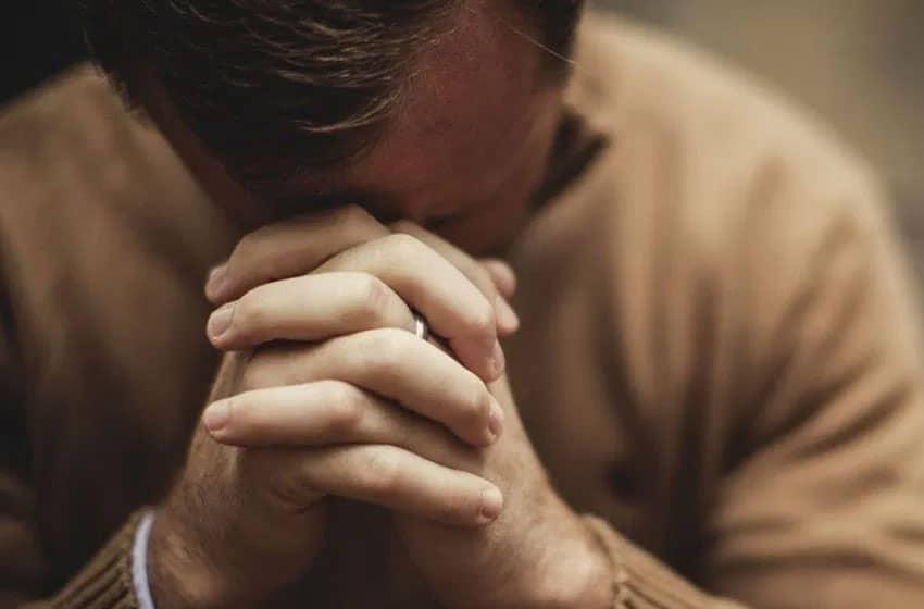 8 самых сильных молитв о работе и материальном благополучии: в деньгах, удаче поисках работы, повышении должности и зарплаты