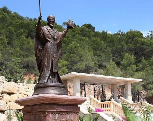 Памятник Святому Николаю Чудотворцу в Греции