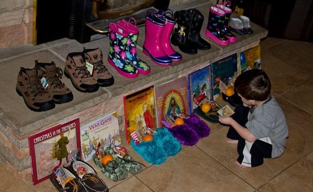Подарки детям в День Святого Николая Чудотворца