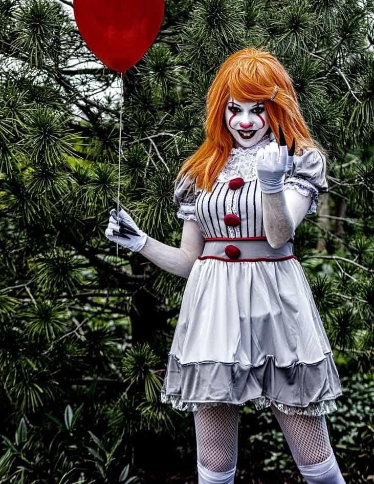 """Девушка в костюме клоуна из фильма """"Оно"""""""