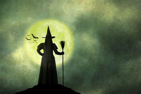 Ведьма на праздник Хэллоуина