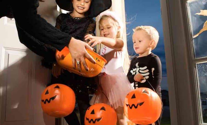 """""""Сладость или гадость"""" - обычай угощать детей сладостями на Хэллоуин"""