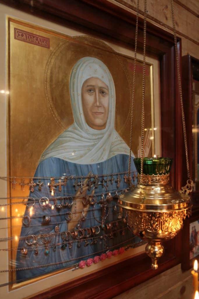 Сильная молитва святой Матроне о дочери