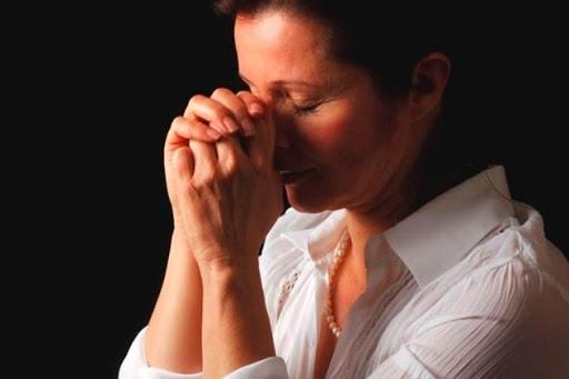 Молитвы о здоровье мамы – от дочери и сына самые сильные на выздоровление