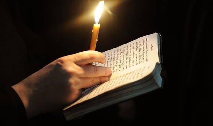 10 молитв о здравии ребёнка, самые сильные, помогающие болеющему в исцелении, благополучии детей: молитвы Богородице, Иисусу Христу, Николаю Чудотворцу, Святому Луке, Матроне Московской, святым иконам