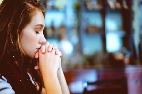 Молитва «Символ веры» – текст на русском и старославянском языках с ударениями для крёстных родителей, слушать, распечатать, скачать бесплатно на компьютер и телефон
