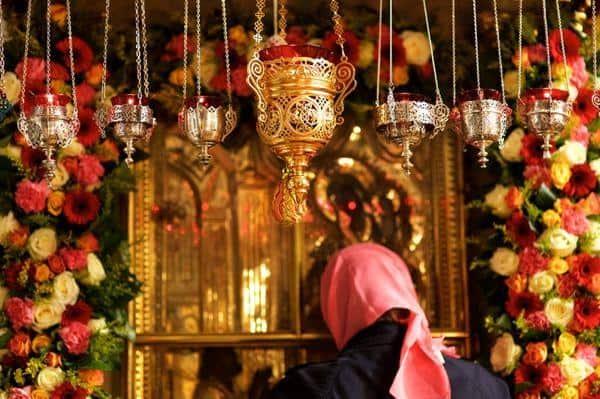 Читать онлайн текст молитвы «Нечаянная радость» о даровании детей на русском языке