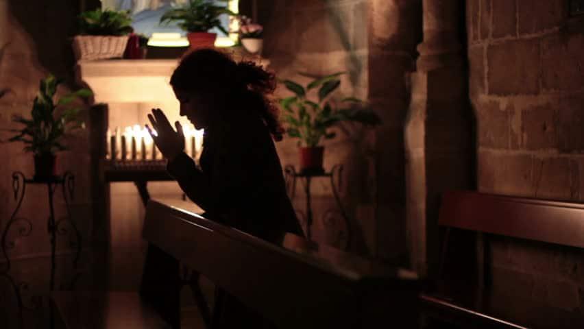 Молитва Символ веры на латинском языке (текст русскими буквами с ударением)