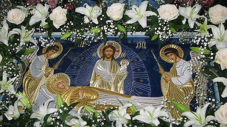 Читать молитву на благословение скоромных снедей в праздник Успения Пресвятой Богородицы