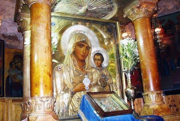Сильная молитва Казанской Божьей матери