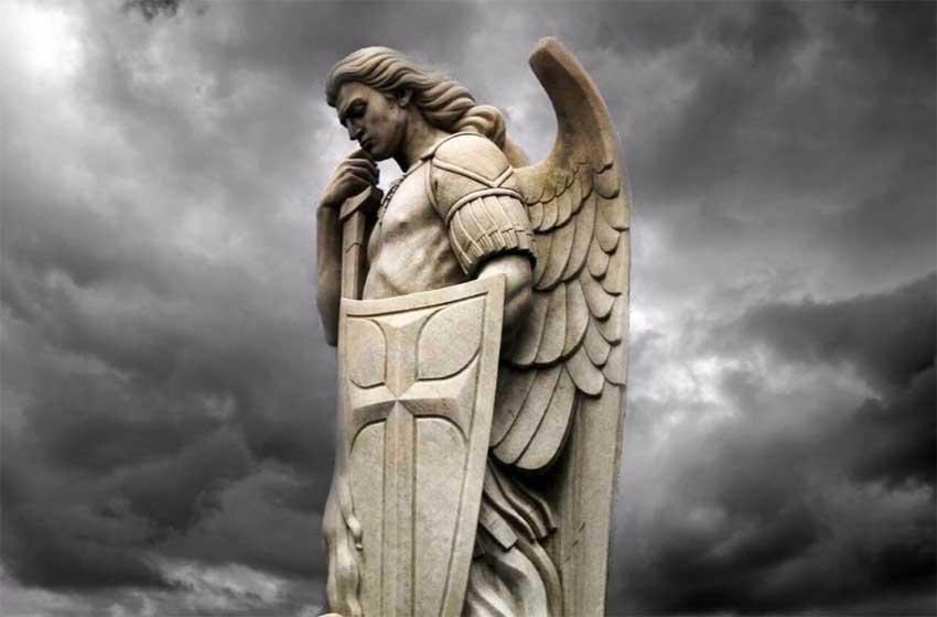 Молитва Архангелу Михаилу – сильнейшая защита и оберег от всех злых сил, врагов, нечисти, порчи, читать и слушать онлайн каждый день