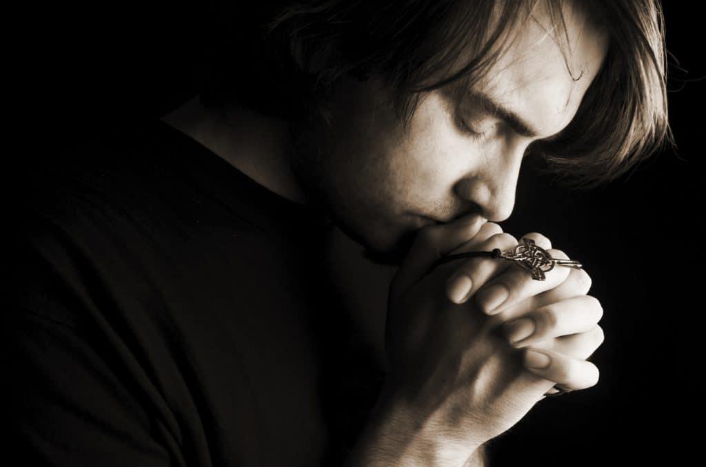 Читать молитву Архангелу Михаилу о здравии мамы