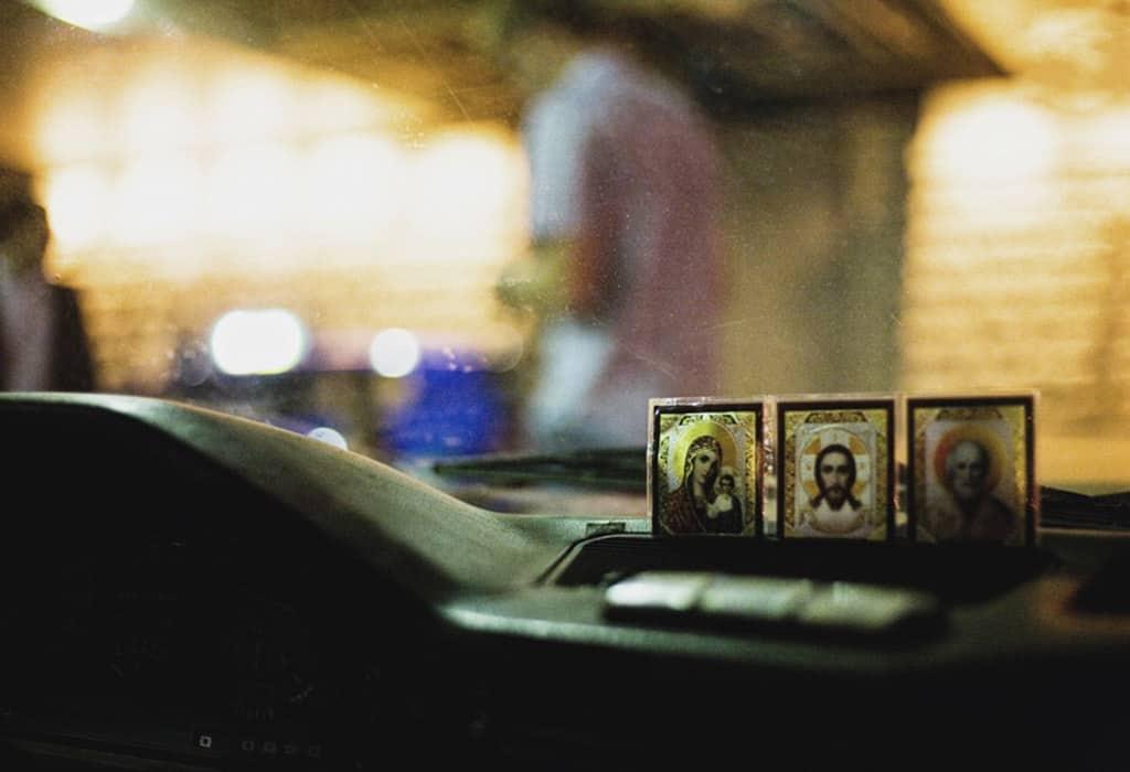 Где нужно разместить автоиконы, за кого просят святых и о чём, правила моления